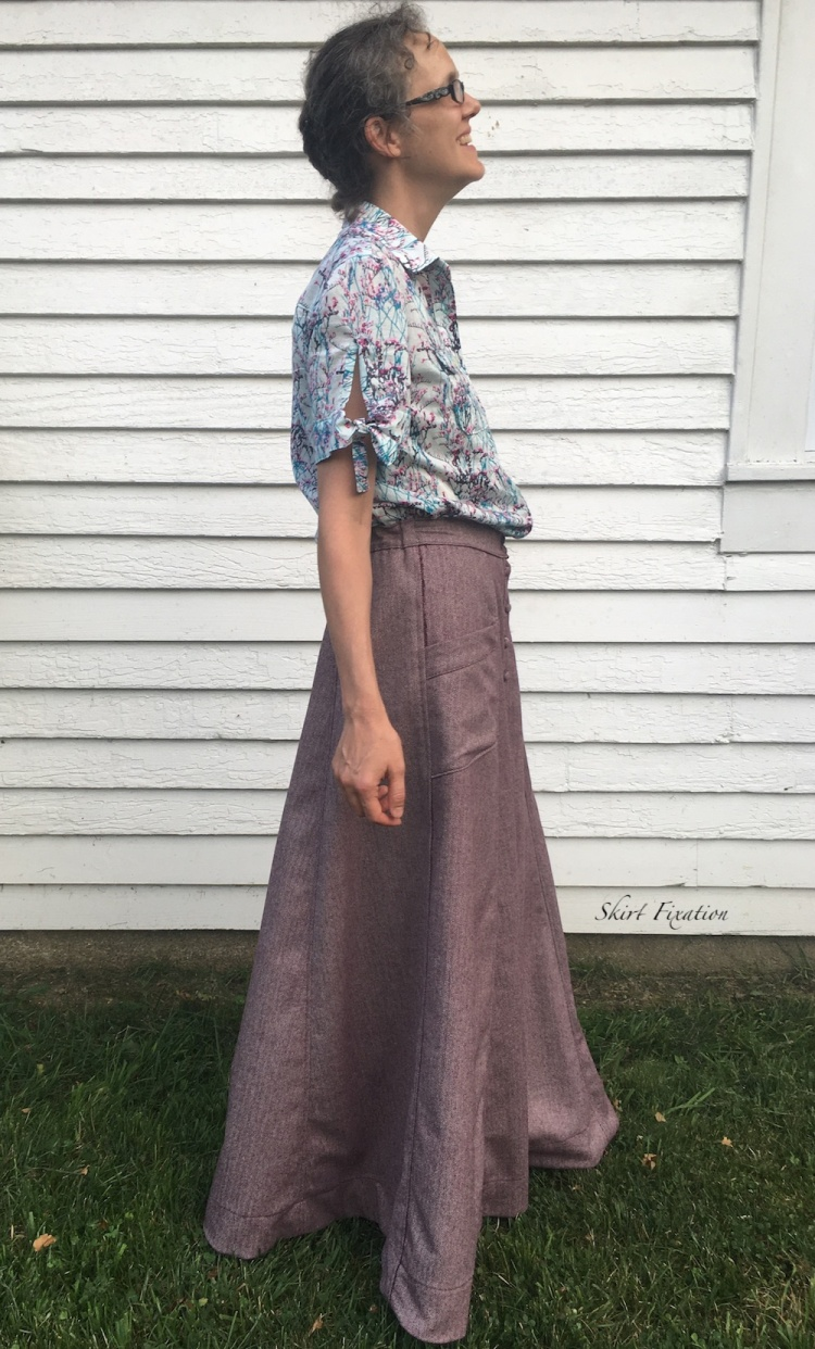 Summer weight wool skirt sewn and reviewed by Skirt Fixation