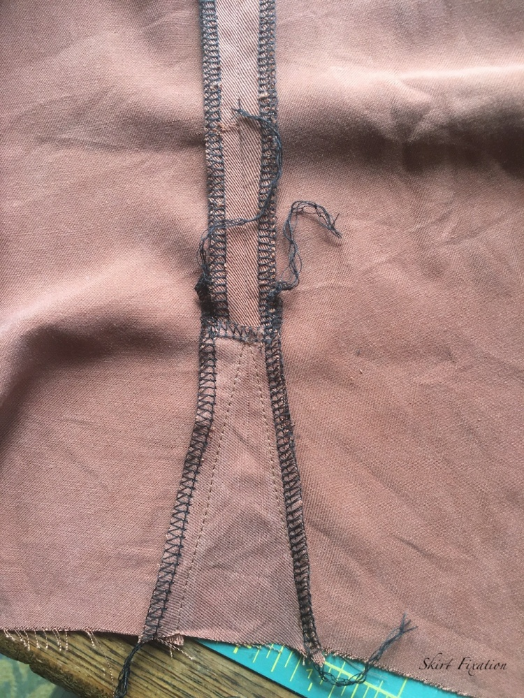 Make a shirt larger at the hips tutorial from Skirt Fixation.