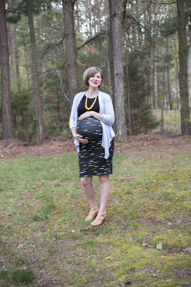 Hello Holli wearing the Erin Maternity skirt by Megan Nielsen. Sewn with fabric from Imagine Gnats.
