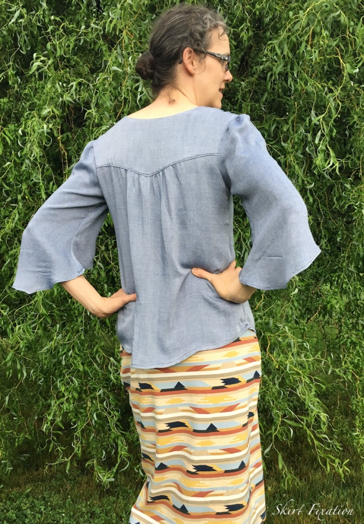 Phoenix Blouse sewed and reviewed by Skirt Fixation