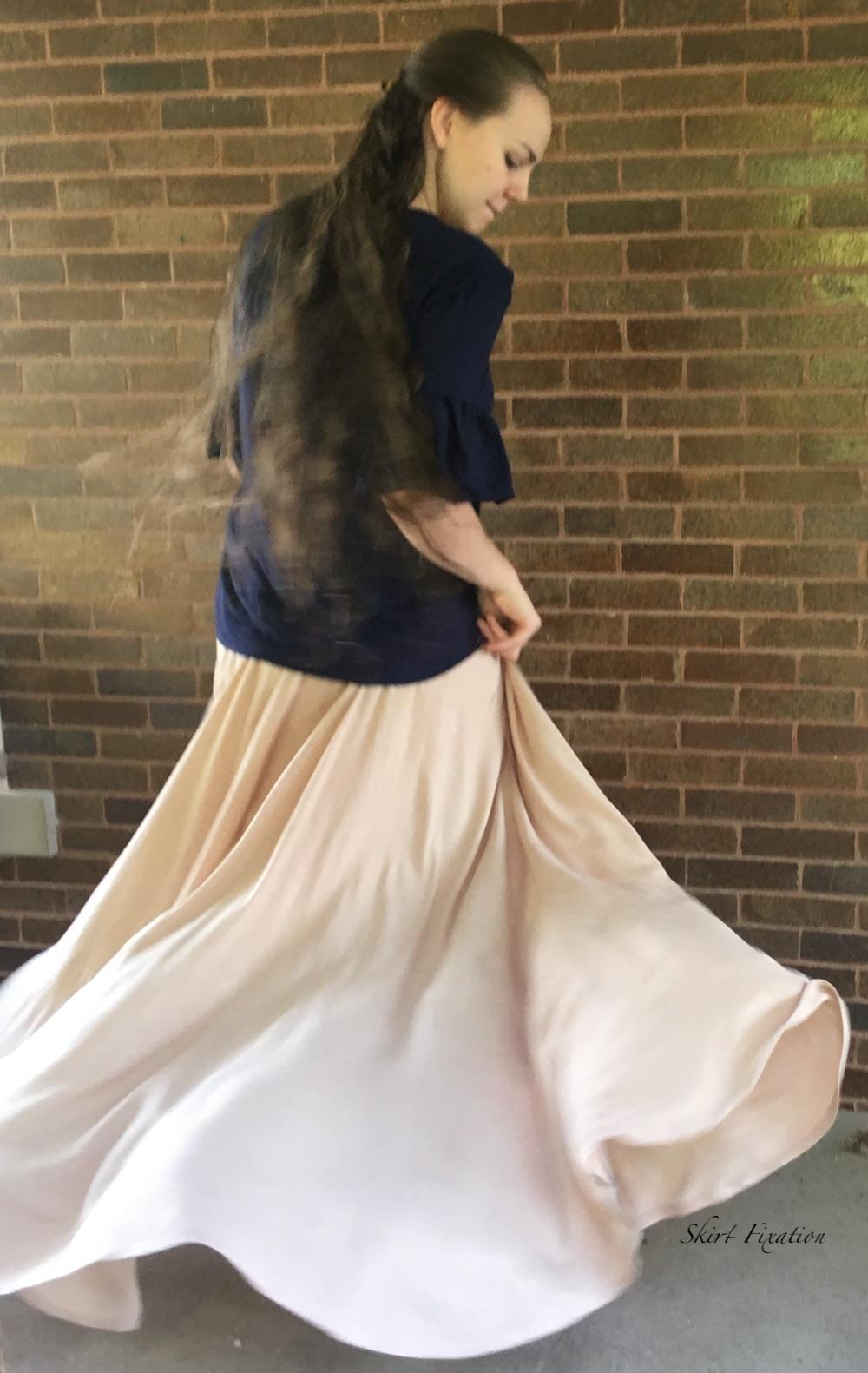 Maxi circle skirt tutorial from Skirt Fixation