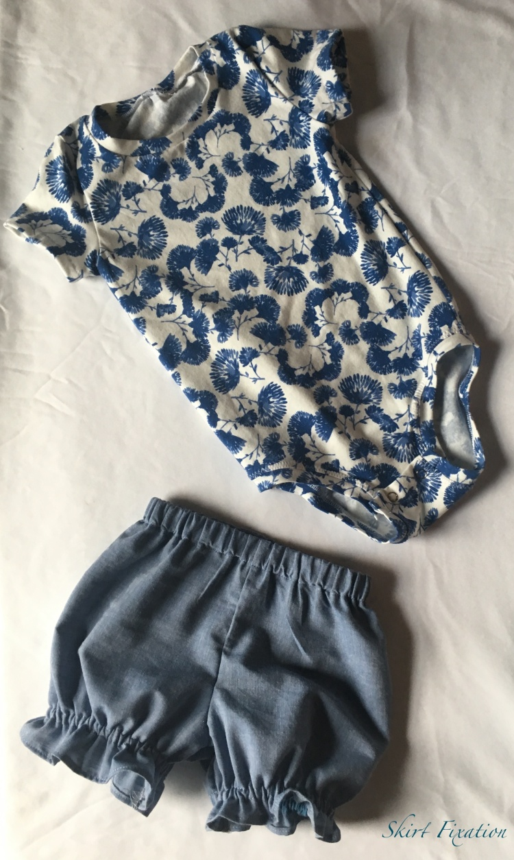 Simplicity Baby Bloomers sewn by Skirt Fixation