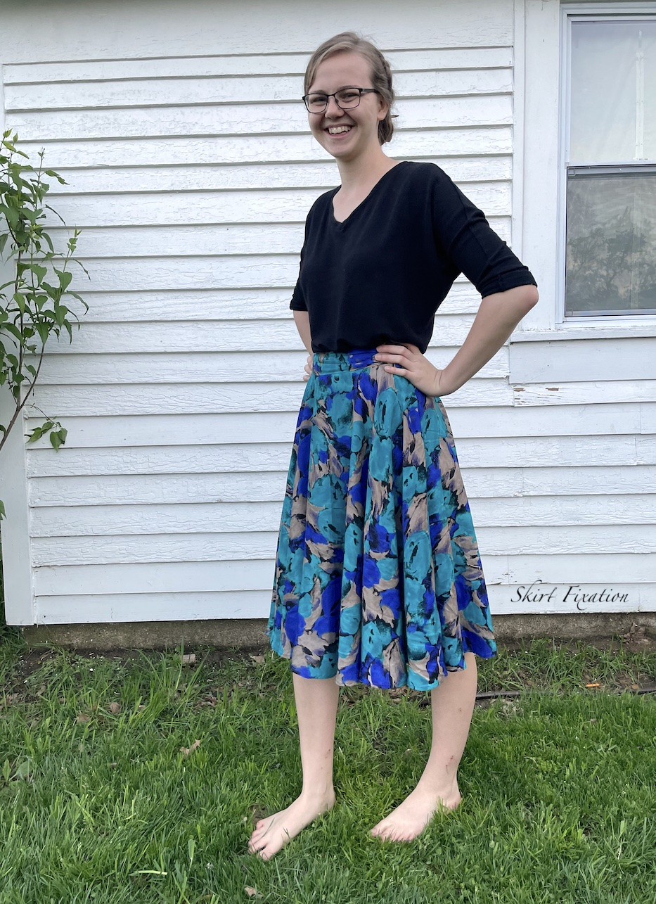 Circle skirt using less fabric: tutorial from Skirt Fixation